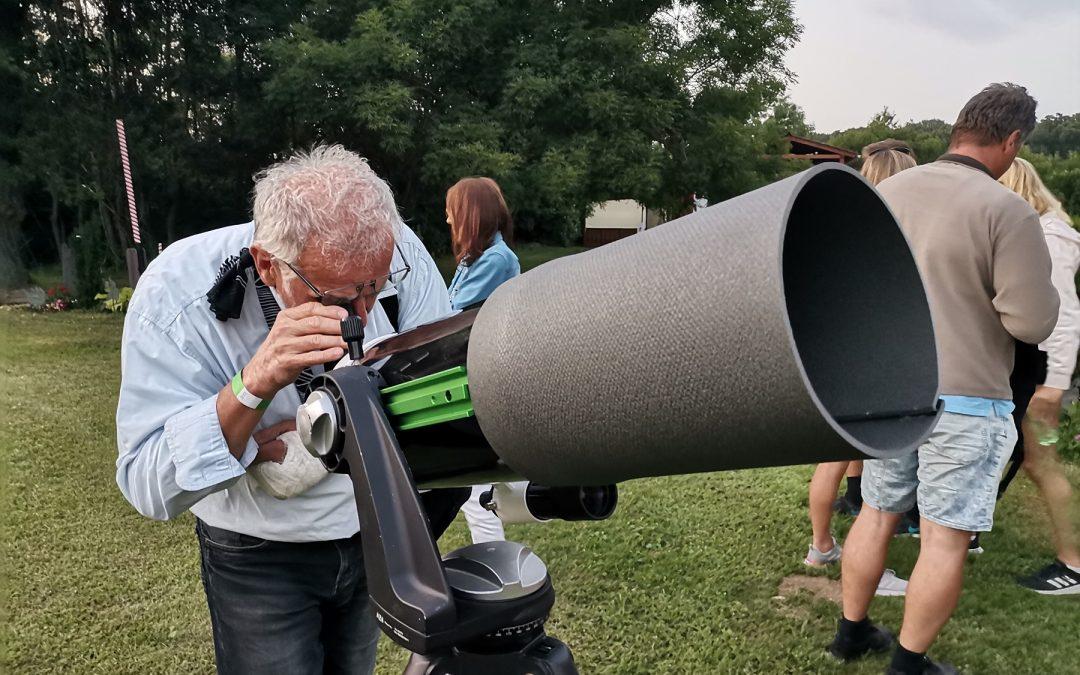 Csillagászati program a Hold napján