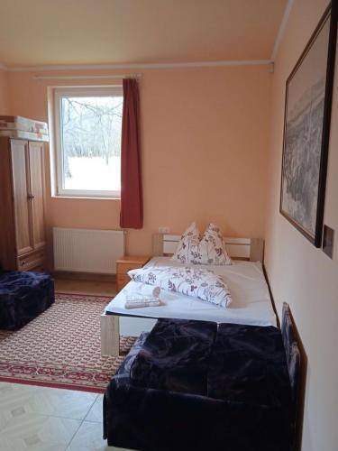 erdely-vadaszkastely-nagyenyed-szoba (2)