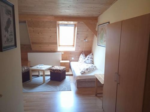 erdely-vadaszkastely-nagyvarad-szoba (3)
